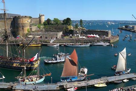 Chambre vue sur le château & la rade/Sea view room - Brest