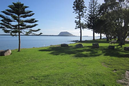 Sunny house in an amazing and  quiet  area !! - Tauranga - House