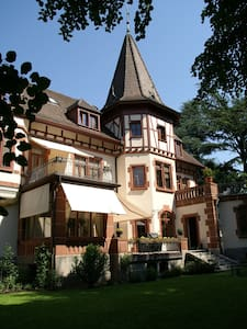 B&B Villa Grossmann, Suite+ Balcony - Lörrach - Bed & Breakfast