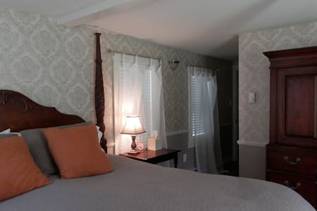 Historic B & B in charming village. - Bed & Breakfast