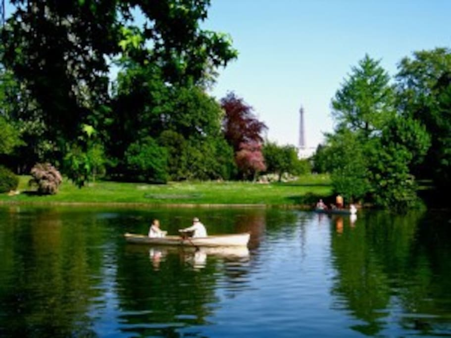 """""""Bois de boulogne"""" Just rent a boat on the lake in the boulogne wood (10 minutes walk)"""