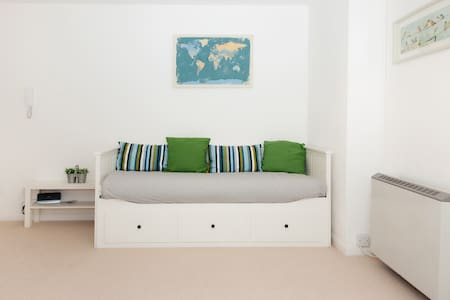 Seafront Studio Apartment - Apartment