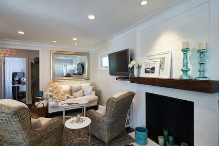 upgraded, charming, beach house - Ház