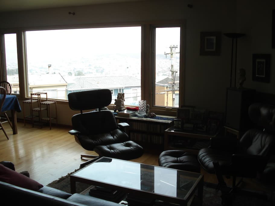 Living room/common area with city view