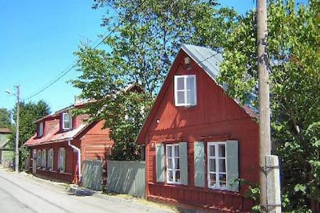House + garden i coastal town - House