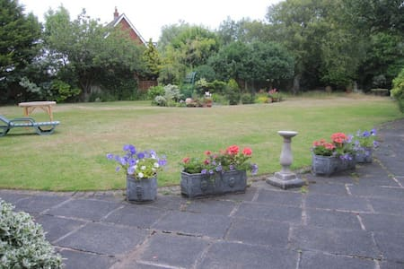 Lytham GF Double bed, superb garden, 2 people - Lytham Saint Annes - Casa