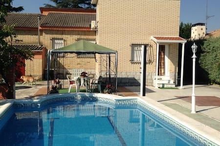 Villa Dulcinea in the Riverside - Casa