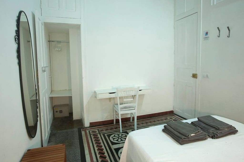 Downtown-Double room private bath