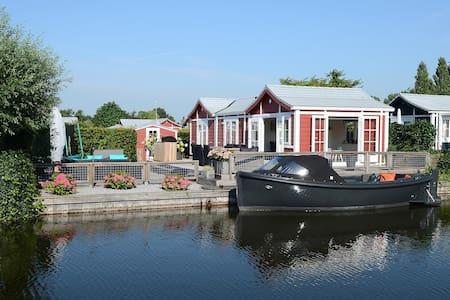 Chalet aan water in Loosdrecht - Loosdrecht