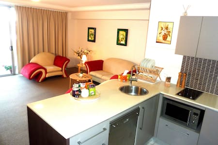 4.5 Star Resort + Sunny Beach + Central Location - Maroochydore - Apartment