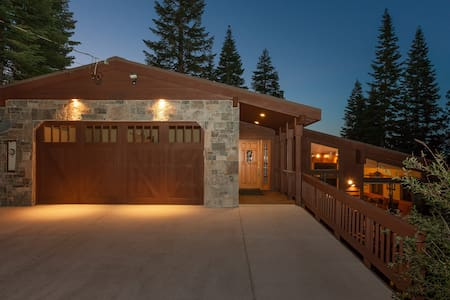 NEW LISTING! Family-Friendly Chalet With Views - Truckee