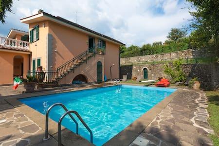 Casa Vacanze Roma (Lariano)  - Huvila