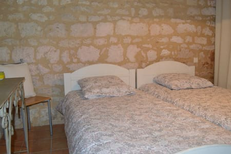 Petite maison au coeur du village medieval - Haus