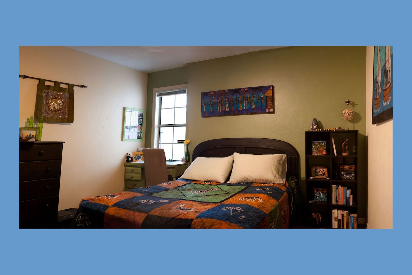 Comfy queen-sized bed with desk and plenty of storage/closet  space. Great Wifi reception!