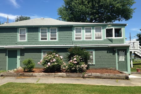 Lovely 2bd - Steps to beach & UNE - Biddeford