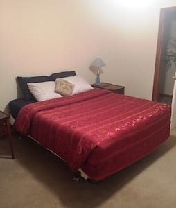 Green Pine Bedroom - Queen Size Bed - 2 Guests - Albany - Casa