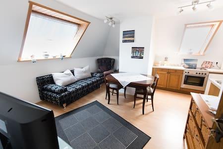 Gemütliche OG-Wohnung - Berumbur - Apartamento