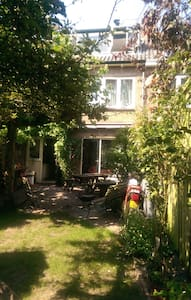 Bed & and on request Breakfast  in host family - Oegstgeest - Bed & Breakfast