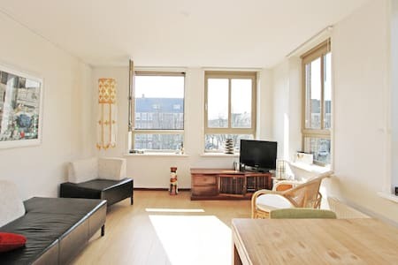 Sunny and quiet apartment on canal