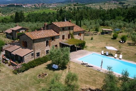 Lovely farmhouse close to Florence - Villa