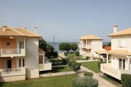 Beachfront Maisonette Villa 1 - Rumah