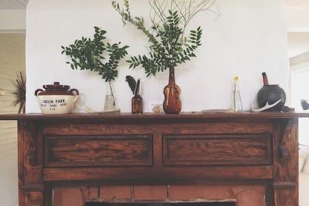 Rustic Bohemian Farmhouse - Maison