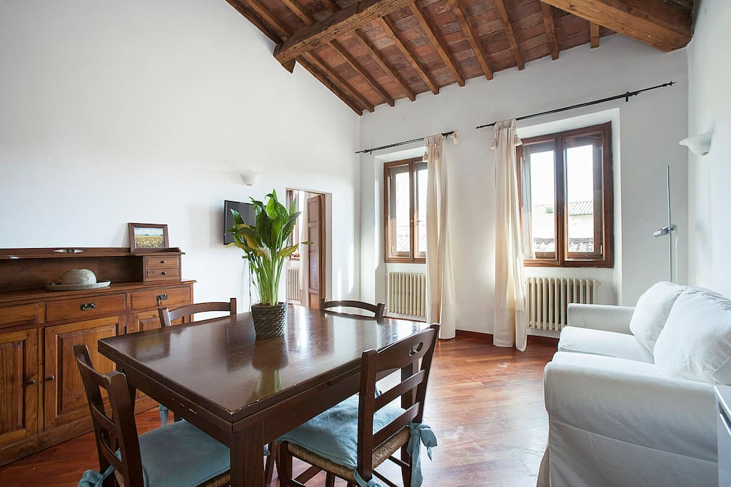 Bright dining room with 2 windows, Original Tuscan wooden ceiling, Parquet, TV, WIFI internet, fans, sofabed, table and fully equipped kitchen