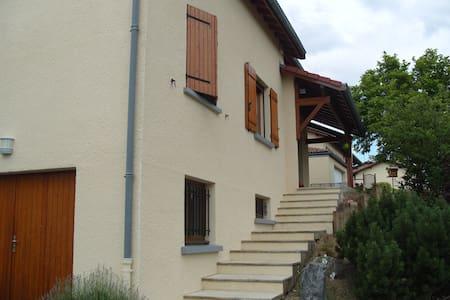 Comme à la maison - Saint-Jean-Bonnefonds - House