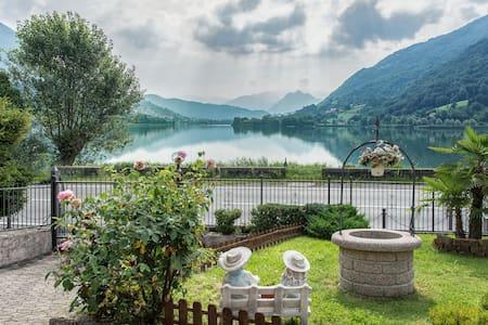 Villa con accesso diretto al lago.. - Ranzanico Lago