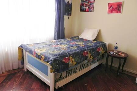 Habitación privada en cómoda casa - Rumah