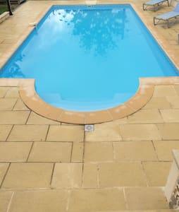 Gite de campagne avec piscine - Aubarède - House
