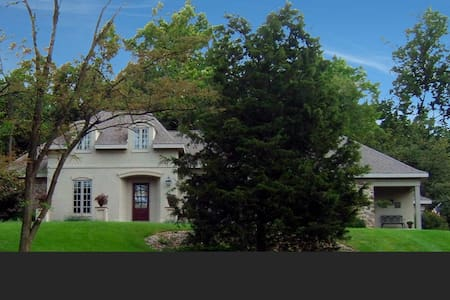 FRENCH COUNTRY HOME IN CENTRAL PA 2 - Bed & Breakfast