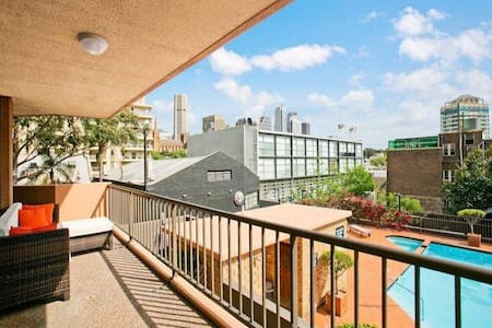 Spacious bedroom in chic and centric pad with pool - Woolloomooloo - Apartament