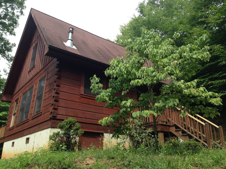 Another view of the cabin.