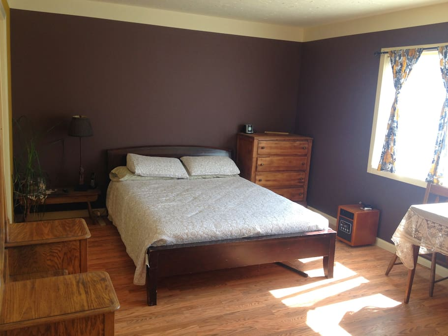 Comfy Queen Size Bed with fresh linens