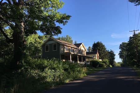 1800s Inn, Cozy Country Charm - High Falls - House