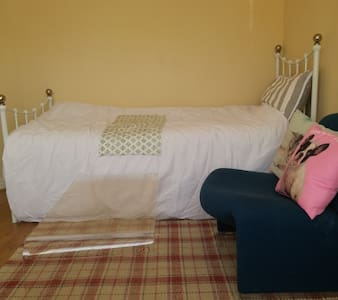 Spacious, comfortable bed and study room - Beeston - Maison