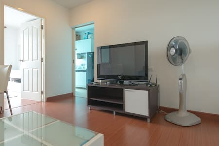 1BRCondo w/ WiFi  nr BTS/attraction - Bangkok