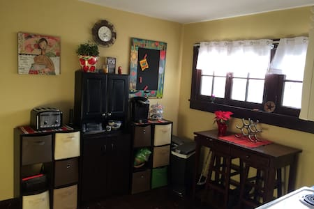 Private 2nd floor space with 2BRs! - House