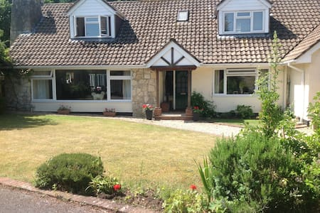 LARGE 5 BEDROOM HOUSE IN HAMPSHIRE - Casa