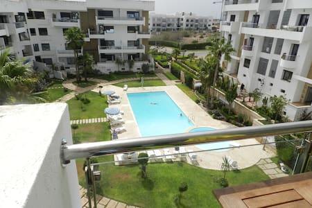 Bel Appartement avec vue sur piscine - Casablanca - Kondominium