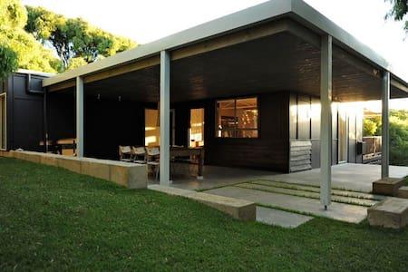 Bellini beach house - Talo