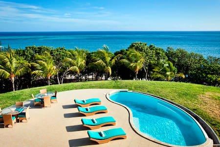 Casa Vista Verde-Roatan Beachfront! - Vila