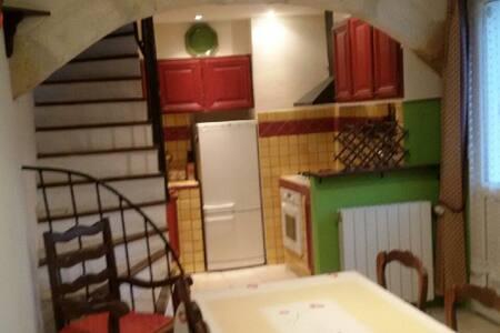 Bel appartement dans maison de village - Domazan - Apartment