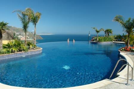 Beautiful 4-bedroom Villa - Rumah