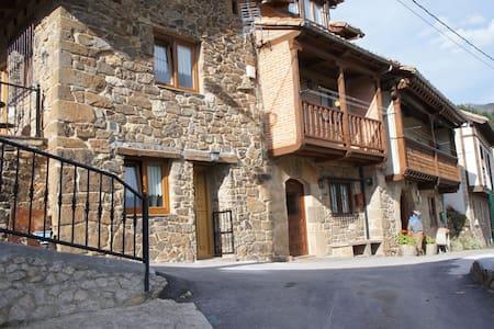 Pumareña, la Casita Vieja bij de Picos de Europa - Casa