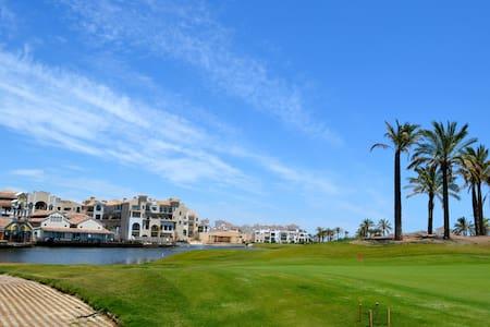 Luxury Golf/Pool Apartment - FREE wifi, Parking - Flat