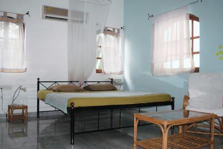 Firangipani Home, Green Room, Candolim - Vendégház