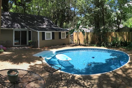 Pool house in Midtown Mobile! - Guesthouse