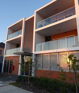 Top apartment in central Joondalup - Appartement